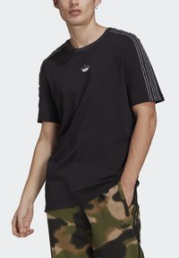 adidas Originals - STRIPE UNISEX - T-shirt med print - black/chalk white - 3