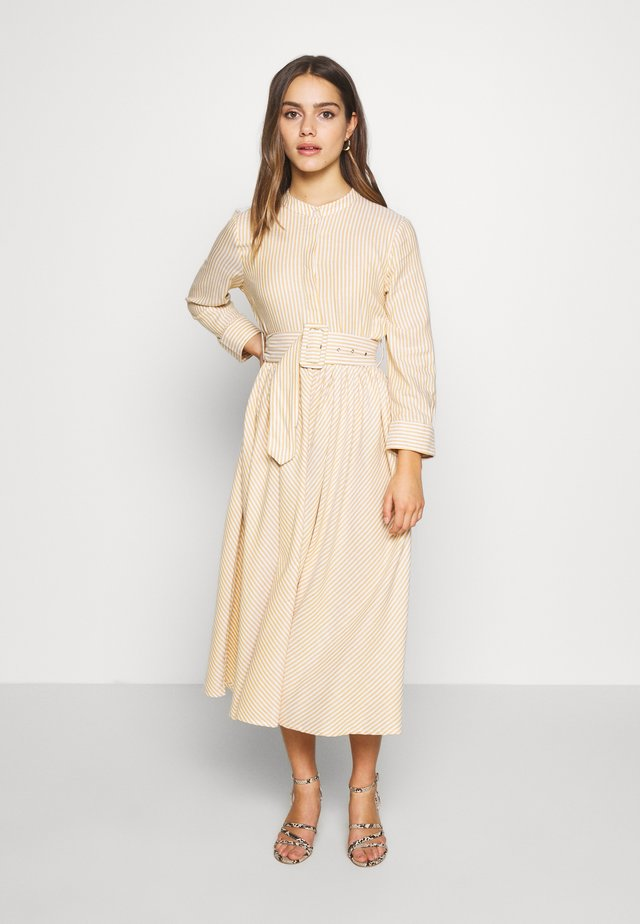 YASEMBER SHIRT DRESS PETITE - Abito a camicia - golden rod/star white