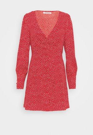 V NECK DRESS WITH BUTTON DETAIL - Shirt dress - red