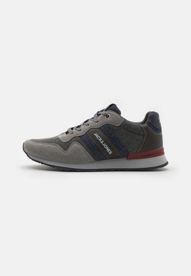 JFWSTELLAR - Sneakersy niskie - frost grey