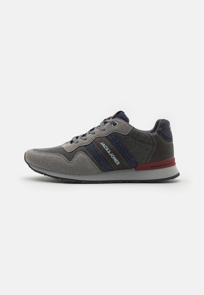Jack & Jones - JFWSTELLAR - Sneakersy niskie - frost grey