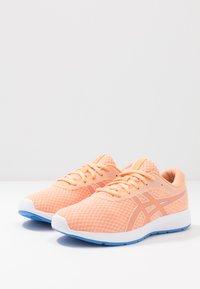 ASICS - PATRIOT 11 - Zapatillas de running neutras - summer dune/shocking orange - 3