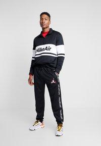 Nike Sportswear - M NSW NIKE AIR JKT PK - Kevyt takki - black/white/university red - 1