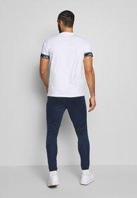 Ellesse - CALDWELO PANT - Teplákové kalhoty - navy - 2
