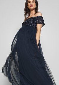 Maya Deluxe Maternity - OFF SHOULDER DELICATE SEQUIN DRESS - Vestido de fiesta - navy - 3