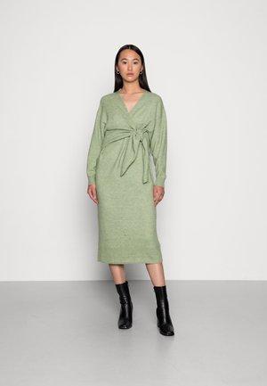 LENA DRESS - Pletené šaty - mistletoe
