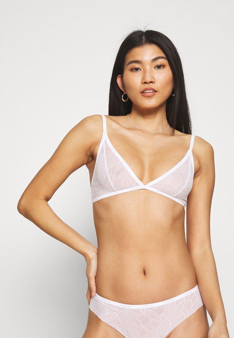 Calvin Klein Underwear - SHEER MARQUEISETTE UNLINED - Kaarituettomat rintaliivit - white