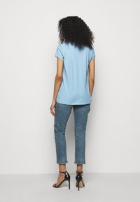 DRYKORN - AVIVI - Basic T-shirt - blau - 2