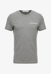 Calvin Klein Jeans - SMALL INSTIT LOGO CHEST TEE - T-shirt - bas - grey - 3