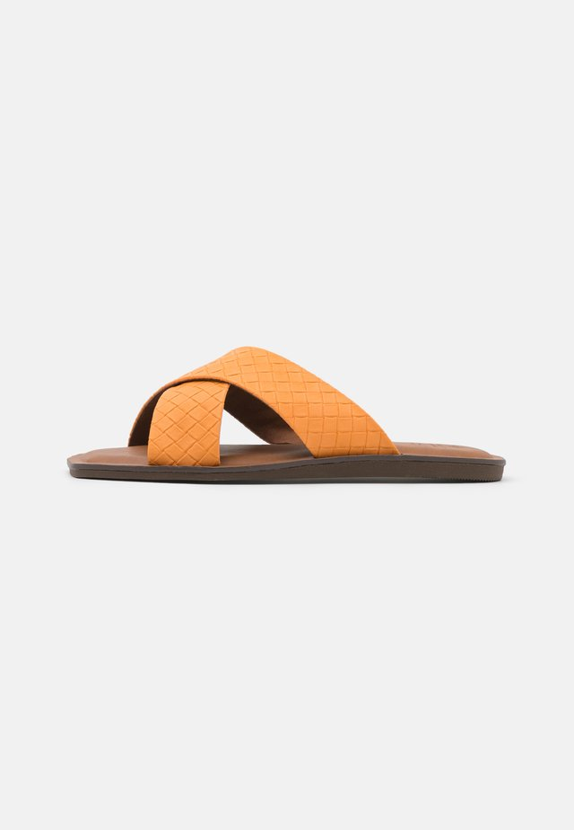BAILIA - Pantofle - orange
