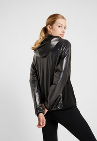 Diadora - X-RUN JACKET - Chaqueta de deporte - black
