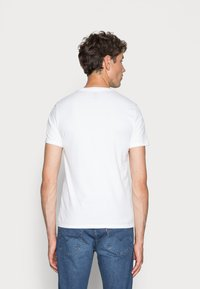 Levi's® - CREWNECK GRAPHIC 2 PACK - T-shirt con stampa - white/mid tone grey heather - 3