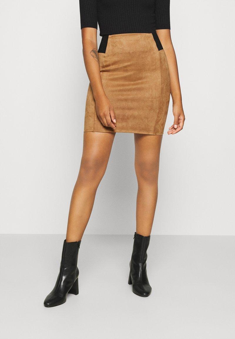 Vero Moda - VMCAVA SKIRT - Mini skirt - tobacco brown