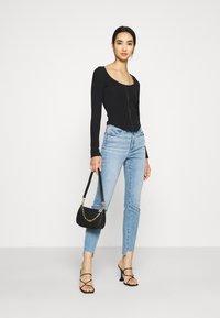 Good American - GOOD LEGS RAW  - Jeans Skinny Fit - blue - 1