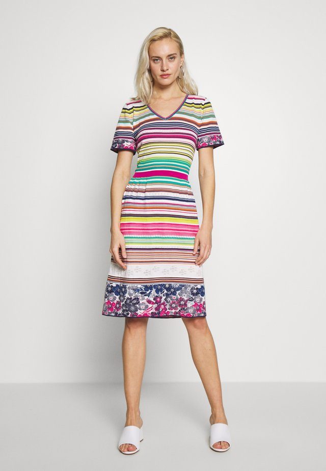 STRIPED DRESS - Strikket kjole - white