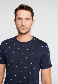 Pier One - T-shirt con stampa - dark blue - 3