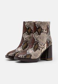 Tory Burch - RUBY BOOTIE - Kotníkové boty na platformě - aspen multicolor - 1