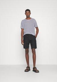 NN07 - CROWN - Shorts - black - 1