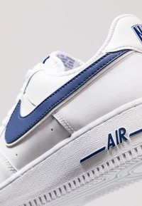 Nike Sportswear - AIR FORCE 1 '07 - Baskets basses - white/deep royal - 5