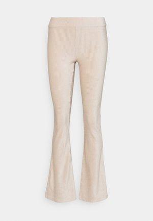 ONLLOTTA FLARED PANT  - Bukse - birch