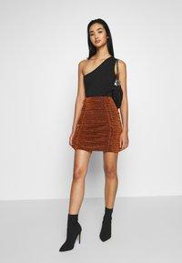 House of Holland - GATHERED MINI SKIRT - Mini skirt - bronze - 1