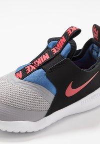 Nike Performance - FLEX RUNNER - Neutral running shoes - atmosphere grey/mountain blue - 2