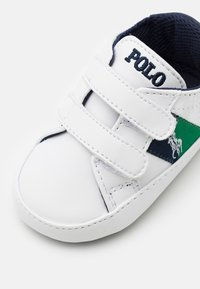 Polo Ralph Lauren - ORMOND LAYETTE - Patucos - white smooth/navy/green - 5