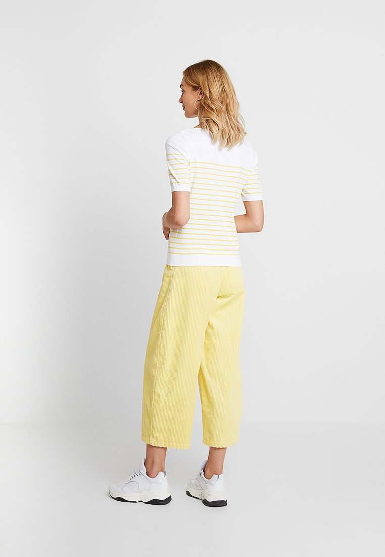 Banana Republic STRETCH TEE BRETON STRIPE - T-shirts med print - white with yellow