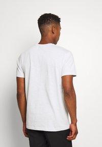 Nike Sportswear - T-shirt basic - photon dust - 2