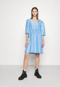 Monki - CELIA DRESS - Vardagsklänning - blue light - 1