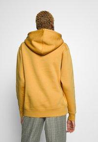 Nike Sportswear - W NSW HOODIE FLC TREND - Bluza z kapturem - yellow - 2