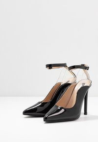 Lost Ink - POINTED HIGH COURT WITH ANKLE STRAP - Escarpins à talons hauts - black - 4
