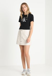 Calvin Klein Jeans - CORE MONOGRAM LOGO - Print T-shirt - black - 1
