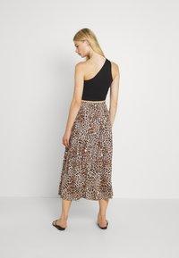 Forever New - SOPHIE DOUBLE SPLIT SKIRT - A-line skirt - caramel leopard - 2