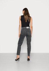 Calvin Klein Jeans - MOM JEAN - Slim fit jeans - grey - 2