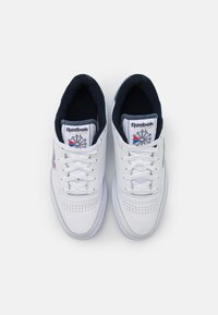 Reebok Classic - CLUB C 85 UNISEX - Trainers - white/vector navy - 3