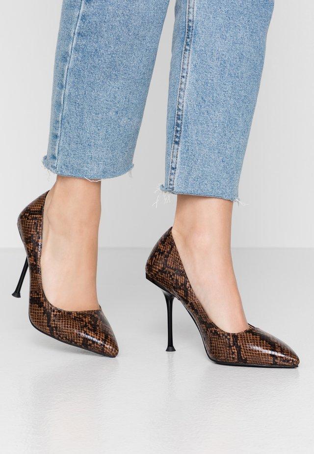WIDE FIT RYANN - High heels - brown