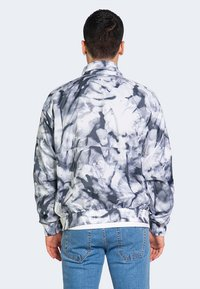 Calvin Klein Jeans - AOP - Bomber Jacket - grey - 1