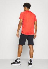 Under Armour - RIVAL LOCKERTAG SHORT - Sports shorts - black - 2