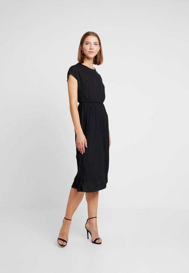 PLAIN PLEATED MIDI - Denní šaty - black