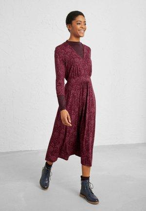 CARWYNNEN  - Jersey dress - pink