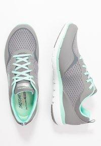 Skechers Wide Fit - FLEX APPEAL 3.0 - Sneakers laag - gray/mint - 3