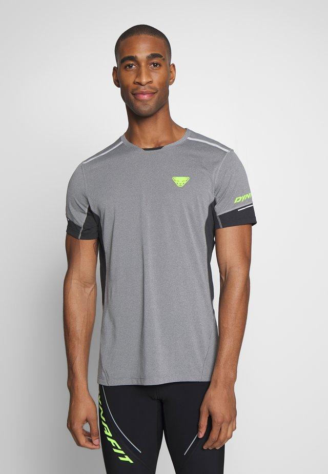 VERT TEE - T-shirt imprimé - quiet shade melange