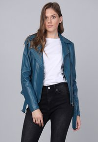Basics and More - Leather jacket - oil blue - 3