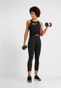 Nike Performance - DRY TANK GLAM DUNK - T-shirt sportiva - black/metallic gold - 1