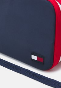 Tommy Hilfiger - YOUTH LUNCH BOX UNISEX - Across body bag - blue - 3