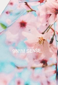 9N1M SENSE - SPECIAL PIECES  UNISEX - Camisa - blue/pink - 6
