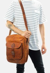 Gusti Leder - ANDIE - Across body bag - brown - 0
