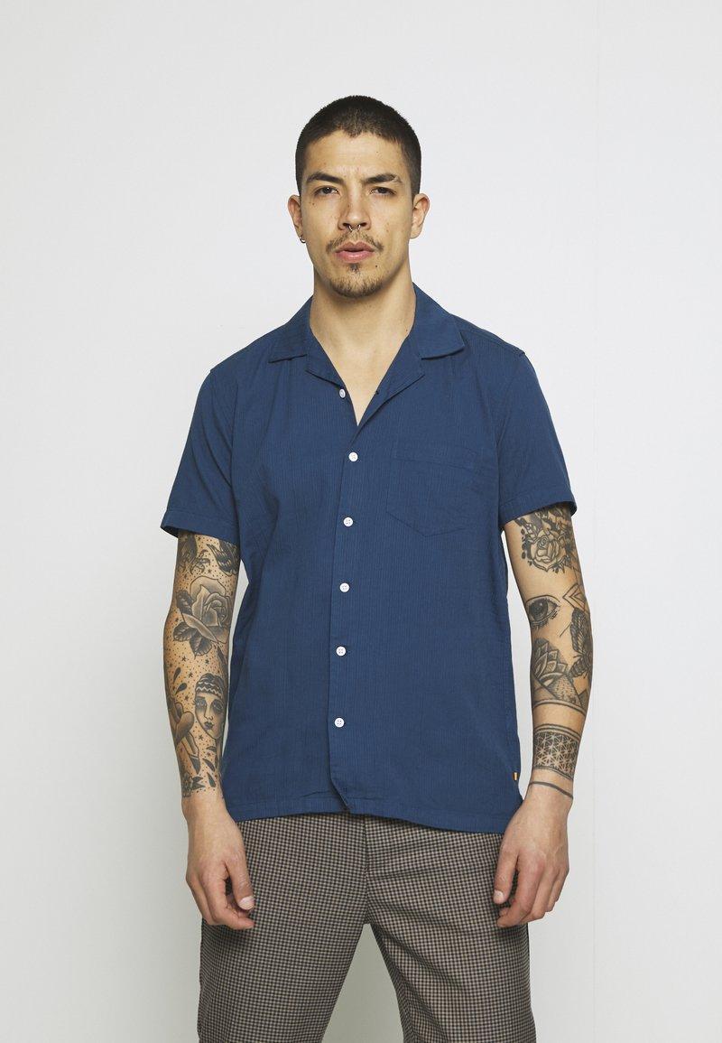 Far Afield - STACHIO SHIRT TEXTURED STRIPE - Shirt - ensign blue