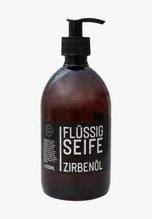 ECHTE FLÜSSIGE PFLANZENÖLSEIFE ZIRBE BLACK EDITION 500 ML - Body oil - -